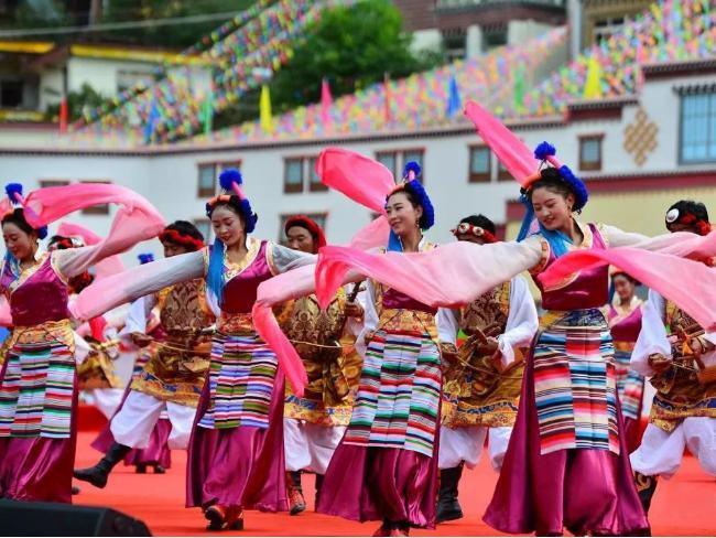 迪庆藏族自治州德钦县民族文化工作队弦子舞民族服装定制