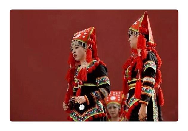 瑶族红头瑶服饰