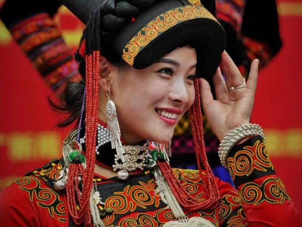 探究现代服装中的少数民族服饰服装元素
