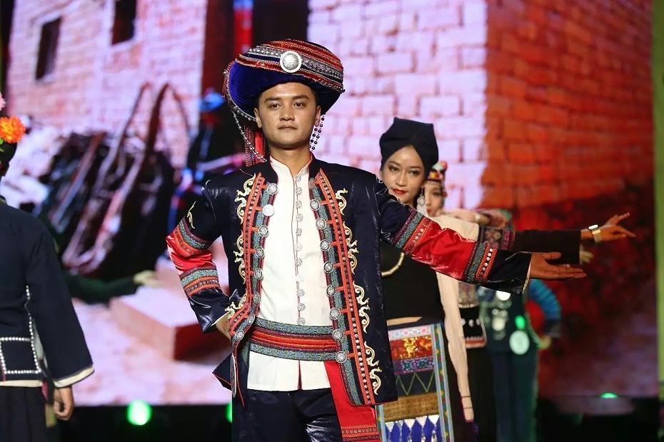 普洱哈尼族男装