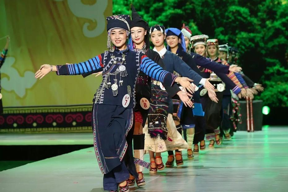 普洱哈尼族服装