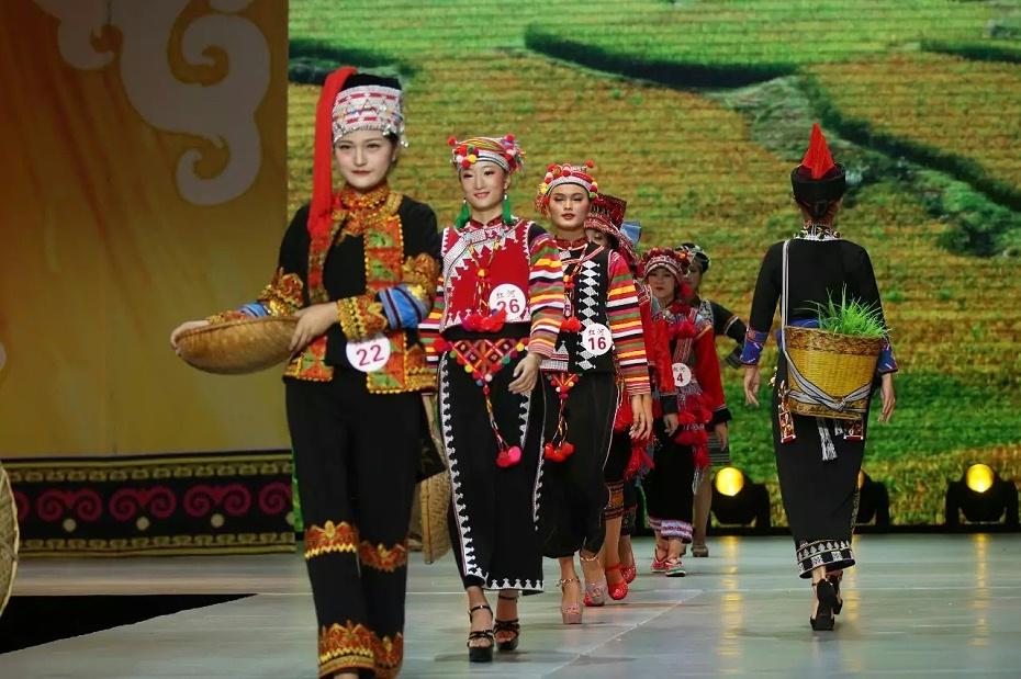 红河哈尼族服饰