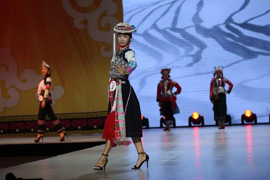 红河哈尼族舞台服饰