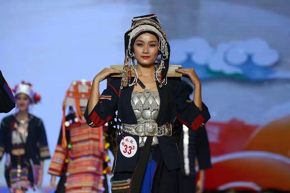 西双版纳哈尼族服饰