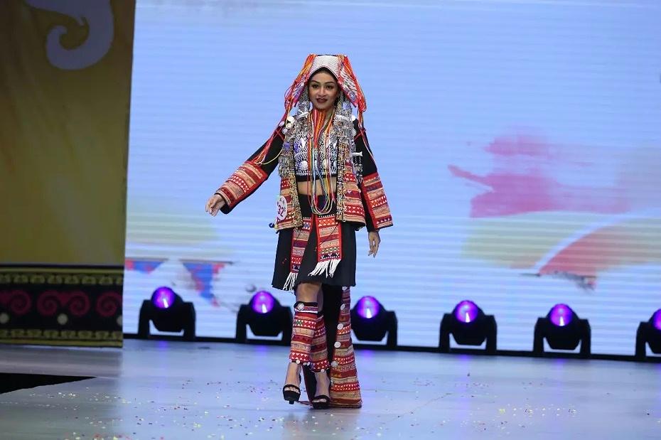 西双版纳哈尼族服装