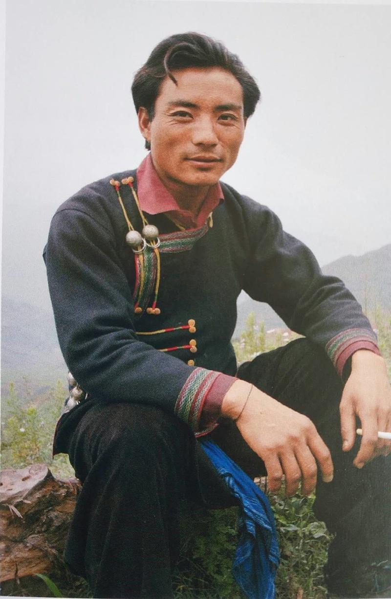 彝族男子服装