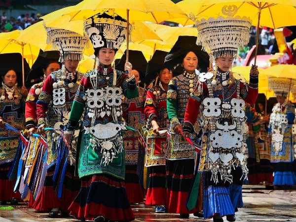 云南少数民族服饰__各地区彝族服饰特点图片