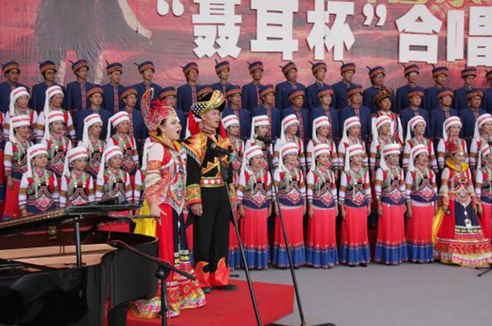 聂耳音乐周民族服装合唱表演