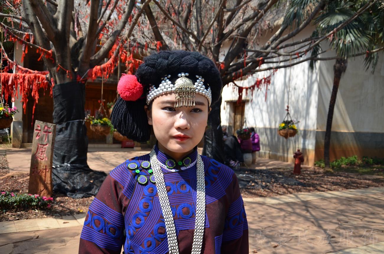 云南民族村哈尼族女子