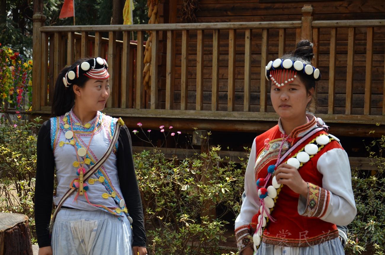 傈僳族女子