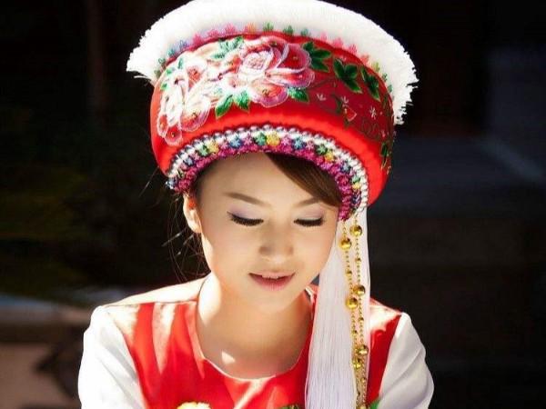 云南少数民族服饰_各地区白族服饰特点图片
