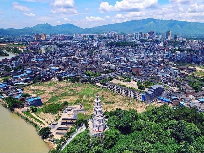 湖南江华瑶族自治县60周年庆公务员民族服装定制案例