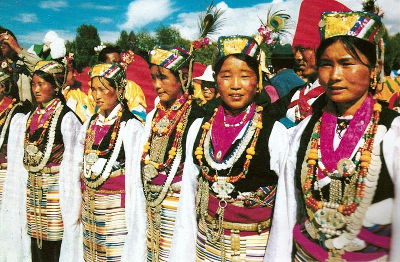 西藏日喀则地区定结县藏族服饰