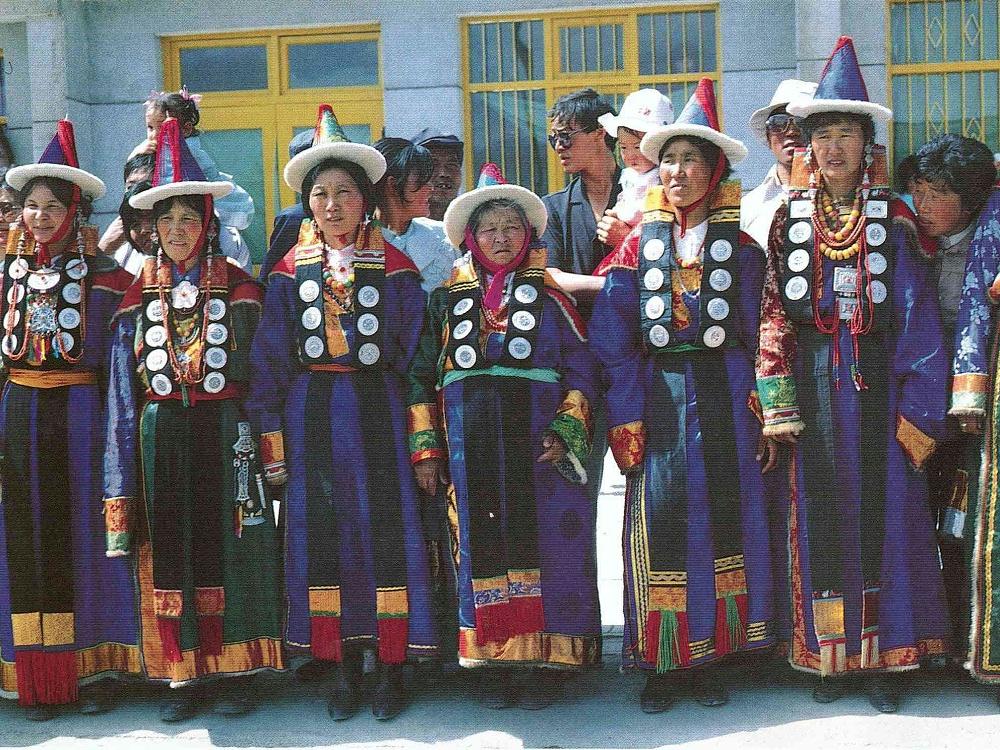 甘肃蒙古族服饰