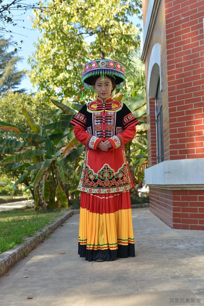 彝族贵族服饰