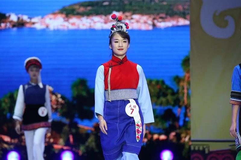 云南大理白族服饰