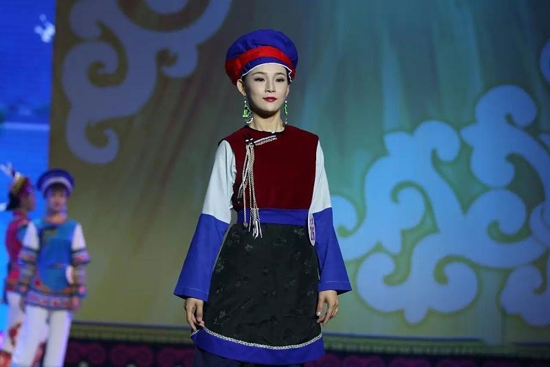 云南大理白族服装