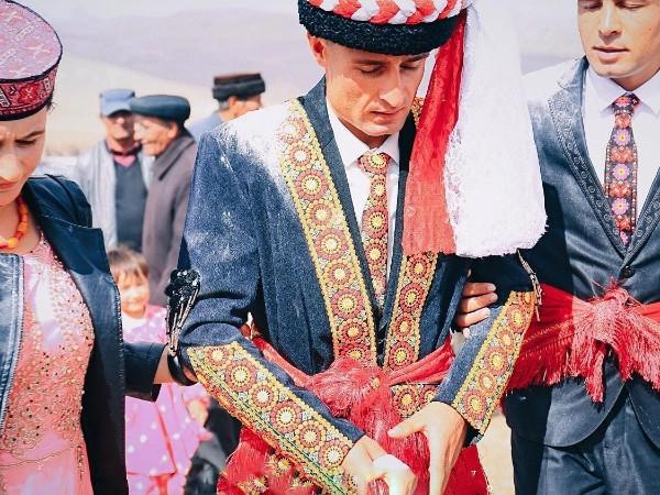 塔县旅游局定制景区工作人员塔吉克民族服装