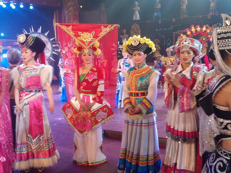 舞台表演民族服饰