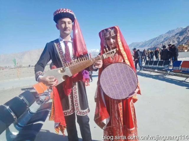 塔吉克族的新娘民族服装1