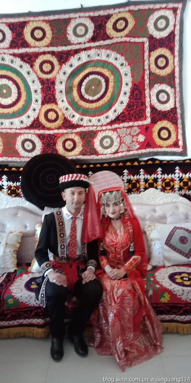 塔吉克族的新娘民族服装3