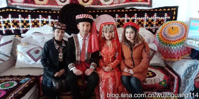 塔吉克族的新娘民族服装4