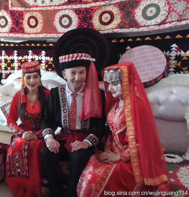 塔吉克族的新娘民族服装5