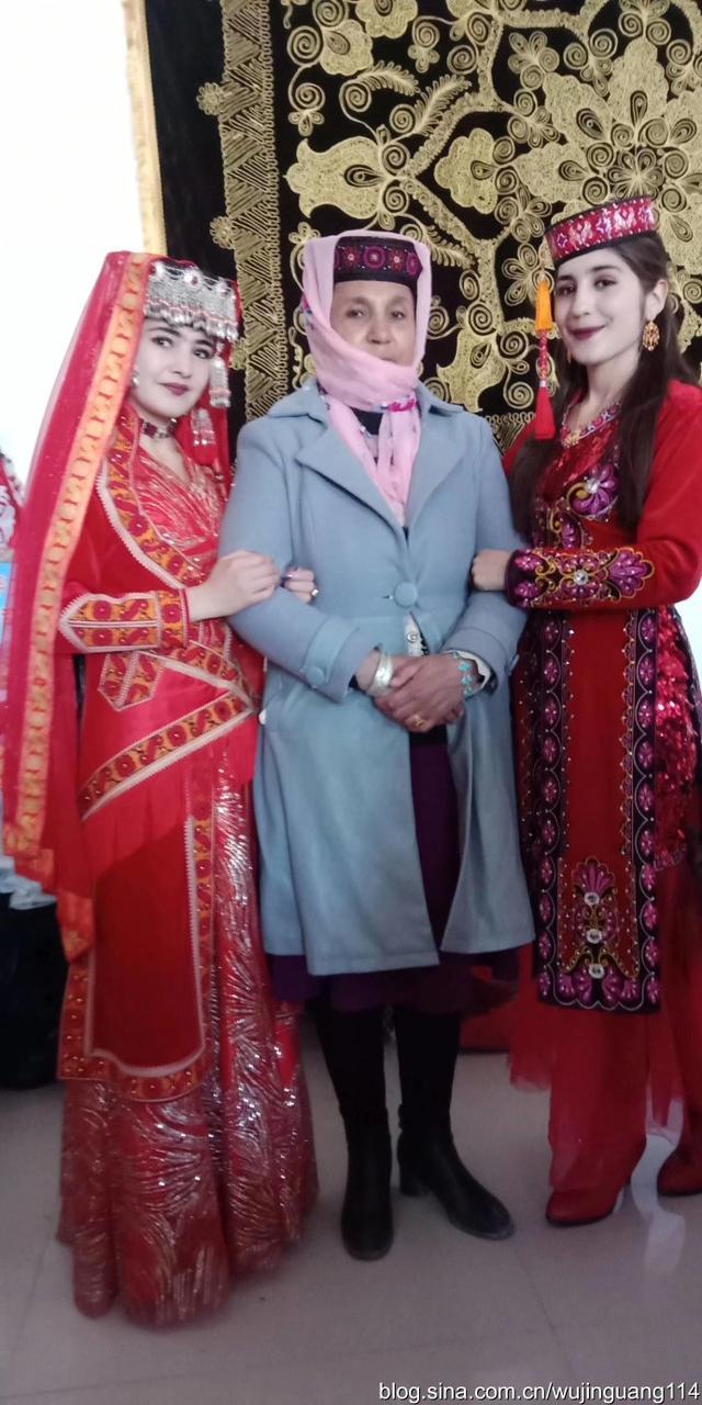 塔吉克族的新娘民族服装23