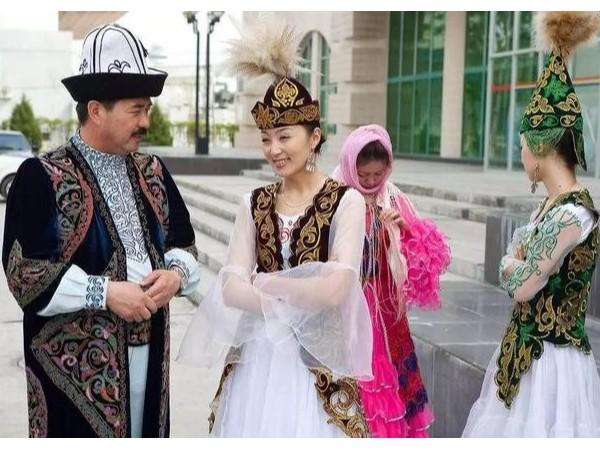 维吾尔族民族服饰介绍