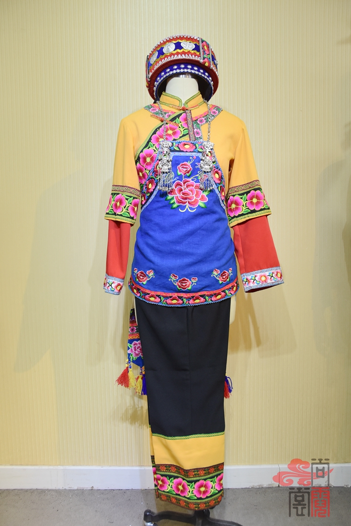 彝族服装01