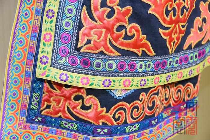彝族服装10