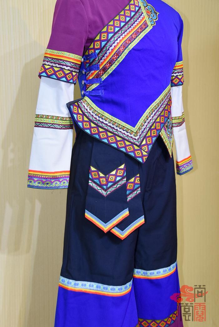 彝族服装03