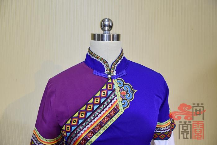 彝族服装04