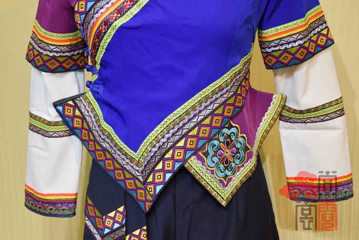 彝族服装09
