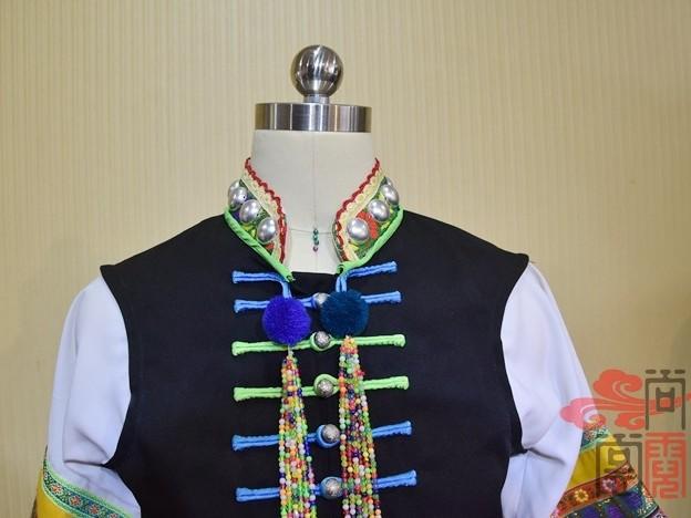 少数民族服装宝山布朗族服装
