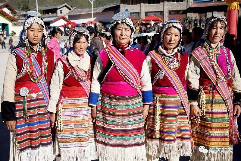 中甸纳西族服装