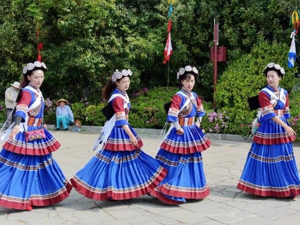 云南少数民族服饰-纳西族服饰特点与图片