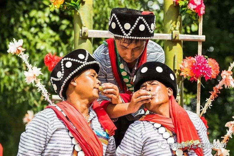 傈僳族男子服装