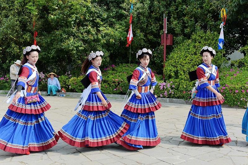 纳西族妇女服饰