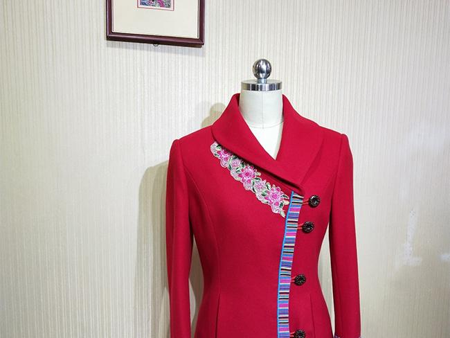 2015茶马云南有限公司的彝族特色民族工作服装