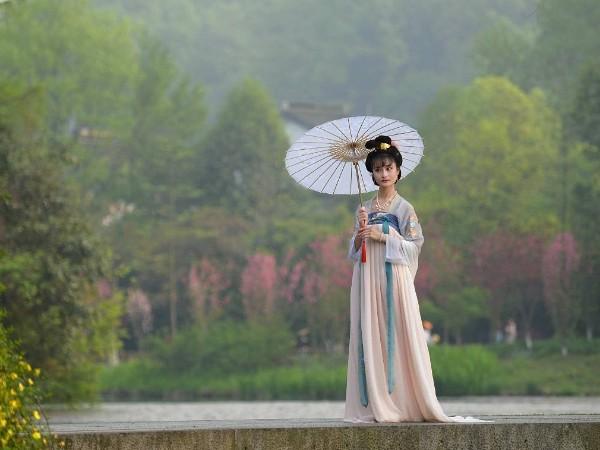 一个没有自己少数民族服装的民族-汉族