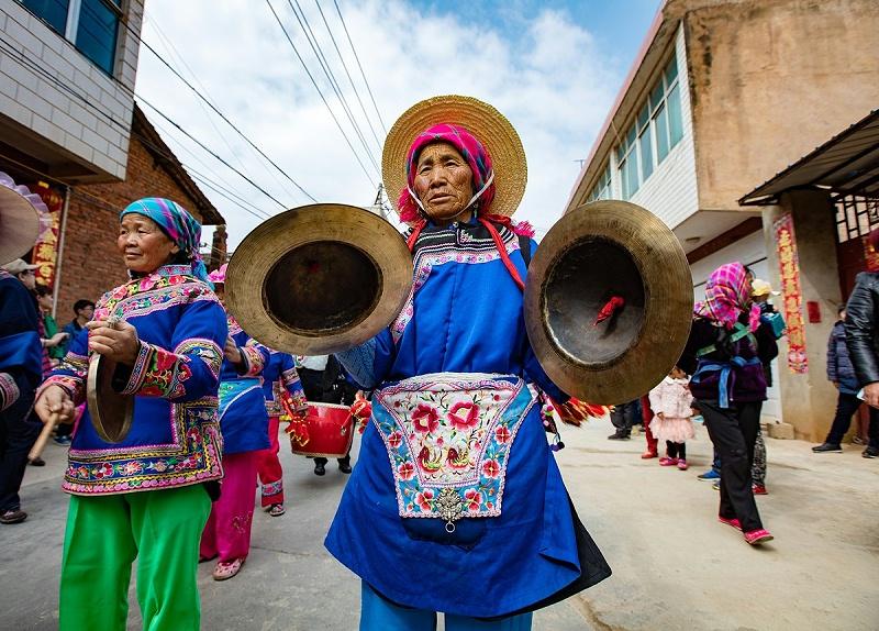 澄江县阳宗镇另类的少数民族服装