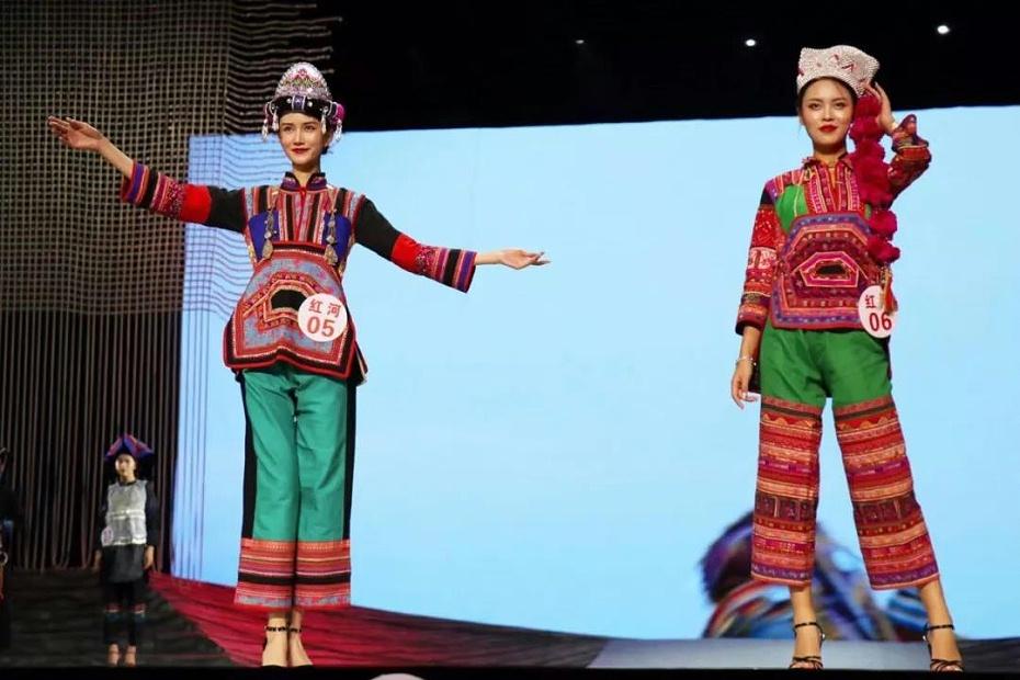 红河民族服饰