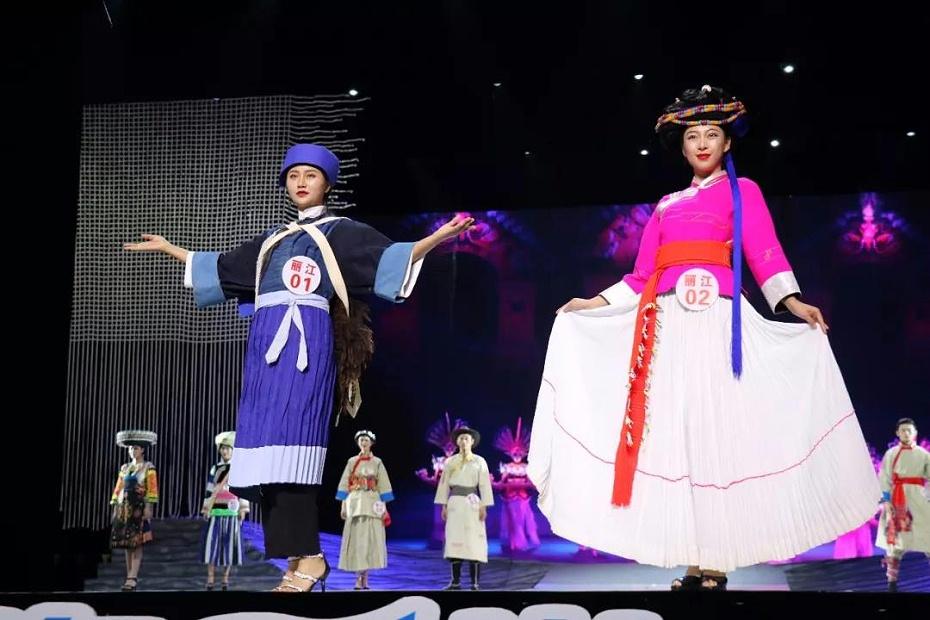 丽江民族服饰