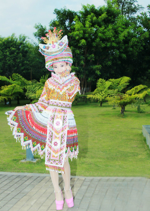 花苗族民族服装2