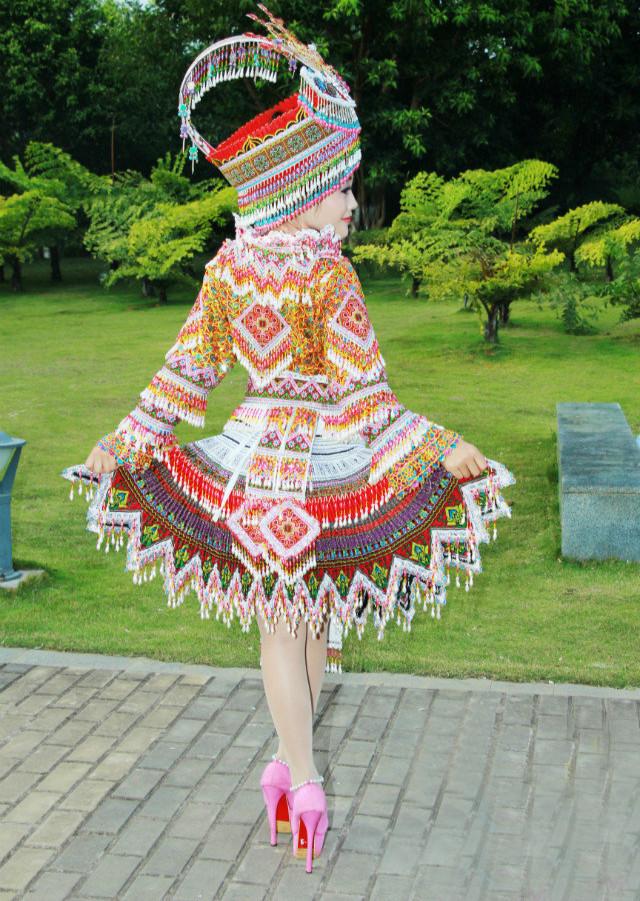 花苗族民族服装3