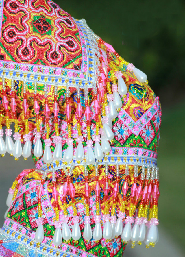 花苗族民族服装5