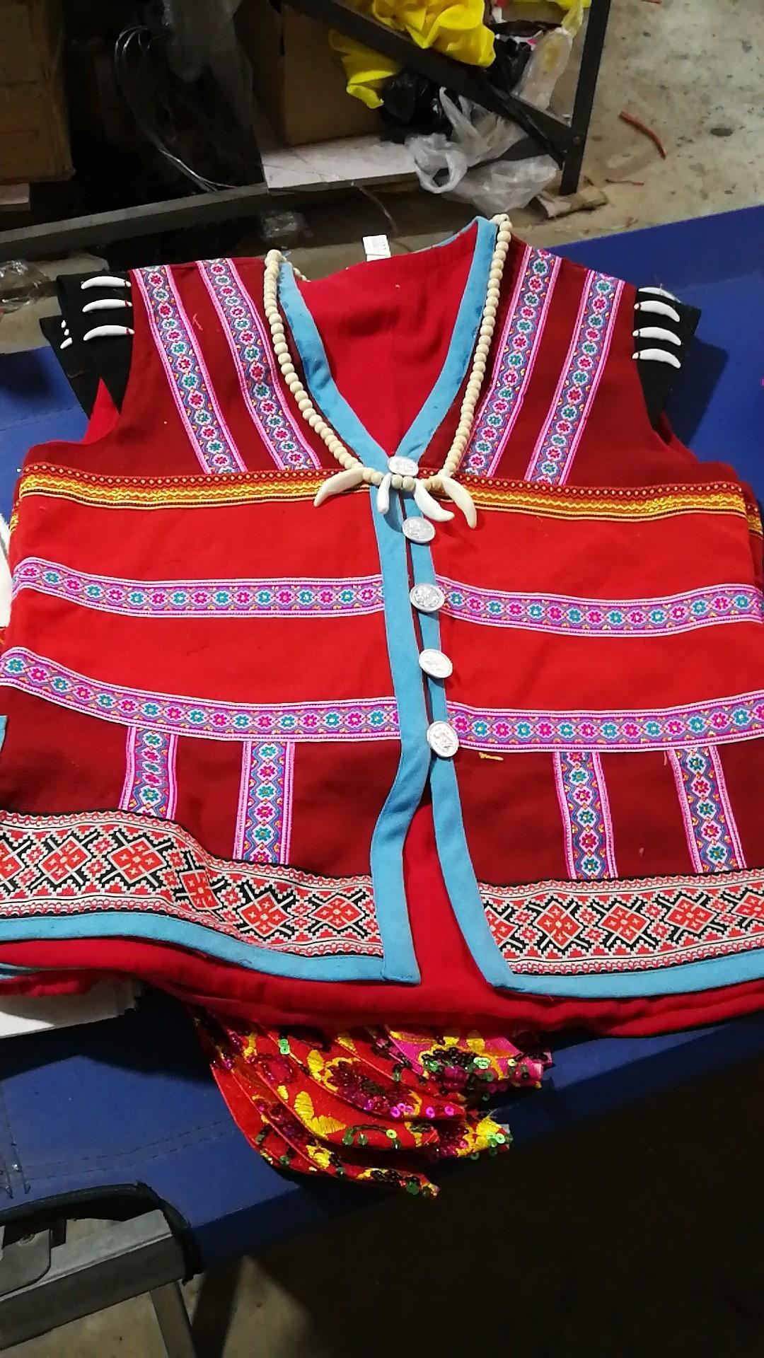 设计的登人民族服装