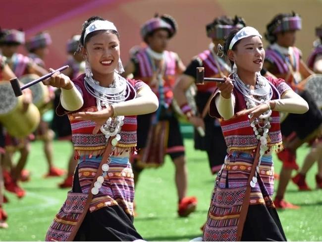"""西藏林芝雅江生态文化旅游节定制的""""登人""""节庆民族服装"""