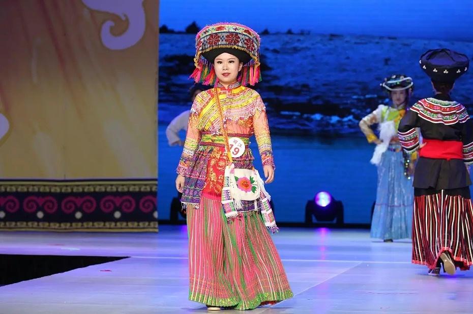 丽江傈僳族服装